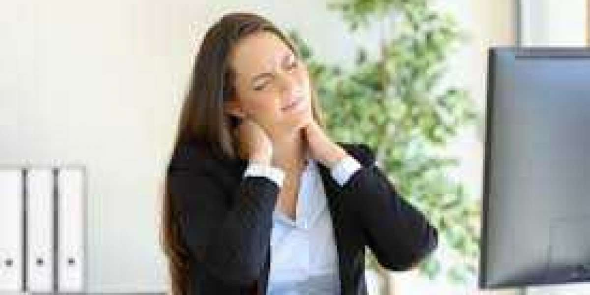 What are the typical causes of neck pain according to a neck specialist?